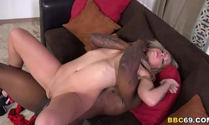 Madelyn monroe tries anal with dark dong