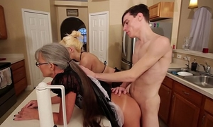 Mom and stepsis three-some after brainwash - leilani lei fifi foxx